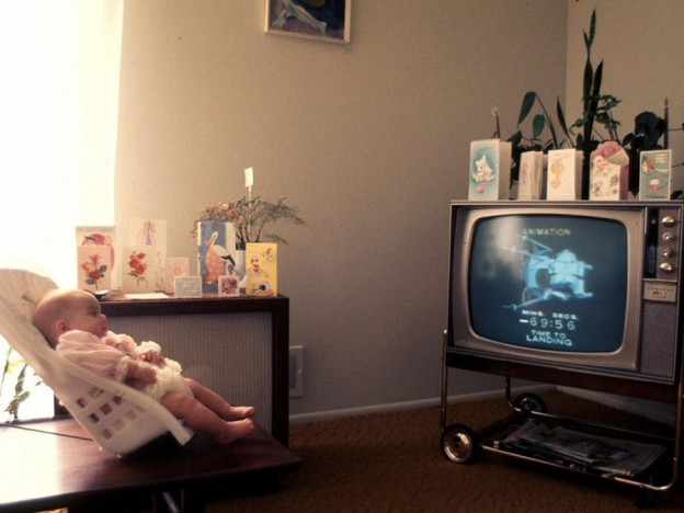 baby-watches-tv
